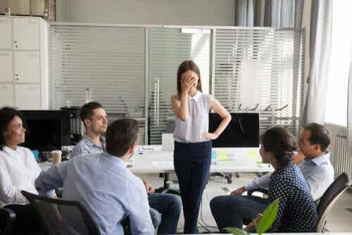 Dilbertprincipen: varför företag befordrar inkompetenta anställda