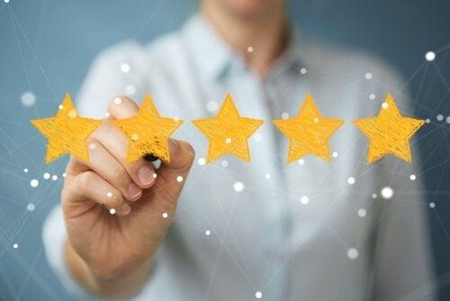 Man kan använda guldstjärnor som tecken för gott uppförande