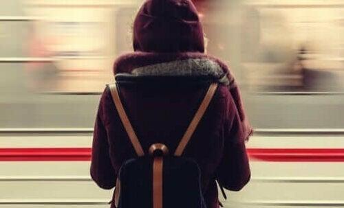 Både tåg i rusningstrafik och överfulla sjukhus kan måsta avvisa människor