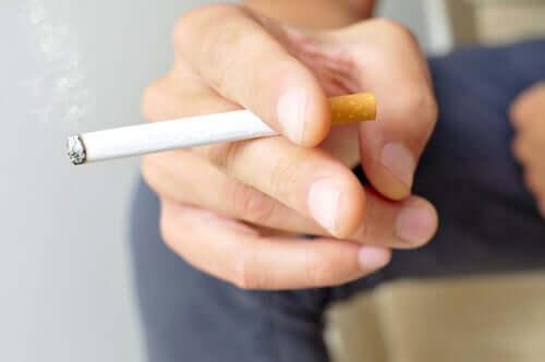 Rökning är en av de viktigaste riskfaktorerna för komplikationer vid covid-19