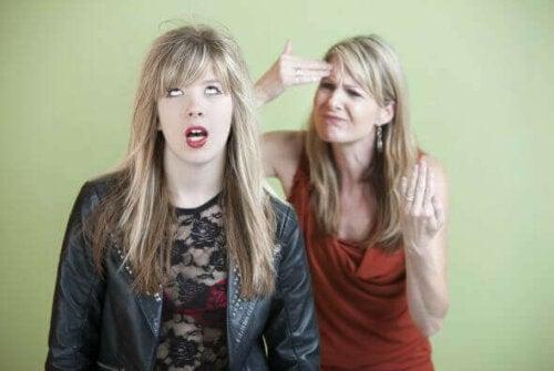 En krävande förälder med en uppstudsig tonåring.
