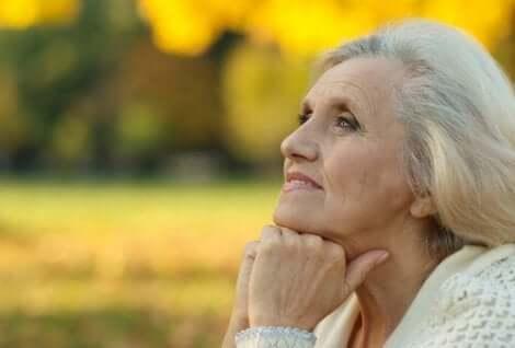 En kvinna som trivs med tillvaron