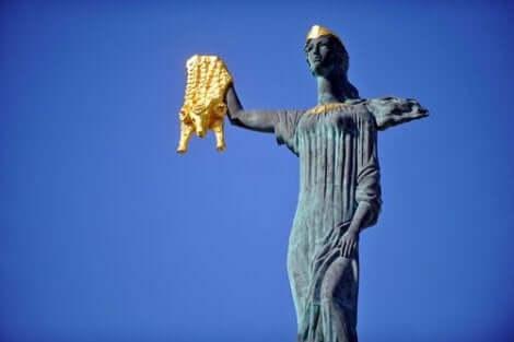 En staty av Medea och det gyllene skinnet
