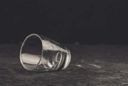 Sambandet mellan självbedrägeri och alkoholism