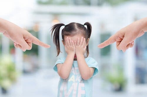 Föräldrar bannar ett barn