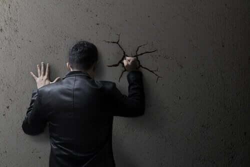 Hur social moral anknyter till normaliserandet av våld