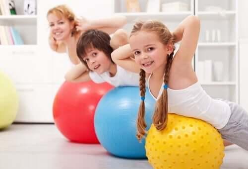 Barn som tränar hemma