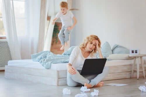 Att arbeta hemifrån med barn i huset