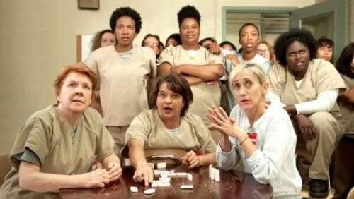 Dominospel och TV-tittande i Orange Is the New Black