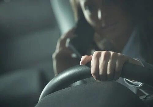 Mobilen ligger bakom många bilolyckor