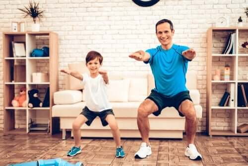 Far och son tränar