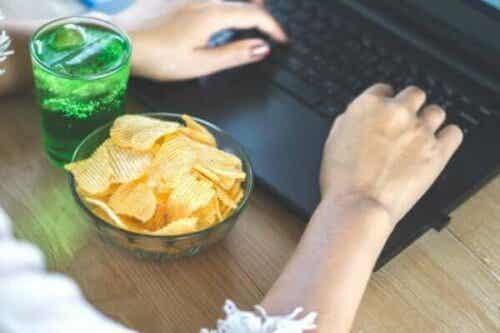 Farorna med känslomässigt ätande under självisolering