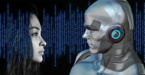 En kvinnas ansikte framför robot med artificiell intelligens