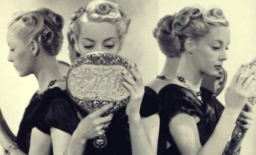 Fem orsaker till narcissistisk personlighetsstörning