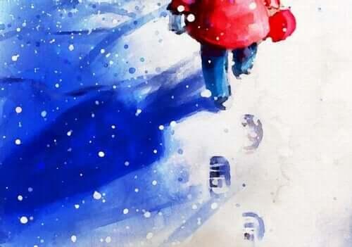 Pojke som går i snö