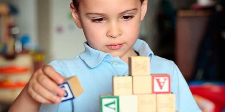 Barn med autism under coronakrisen kan hjälpas av att fokusera på lekar de tycker om