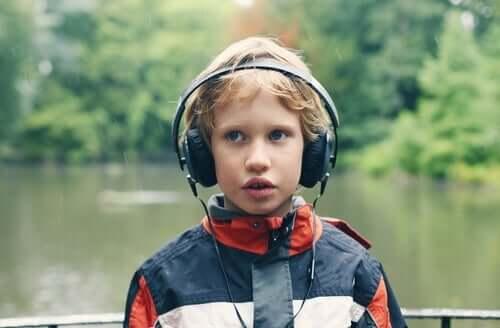 En del autistiska barn älskar att lyssna på musik