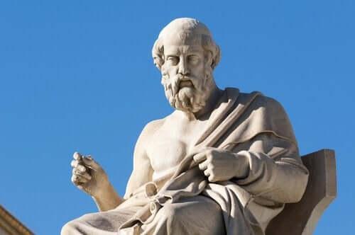 Staty av Platon: filosofen som gav namn åt konceptet med platonsk kärlek