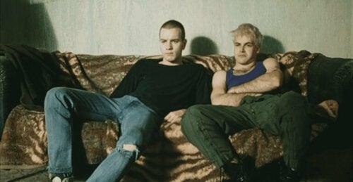 Scen från filmen Trainspotting med Renton och Sickboy