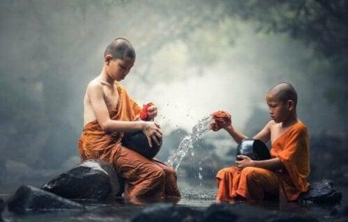 Unga buddhistiska munkar