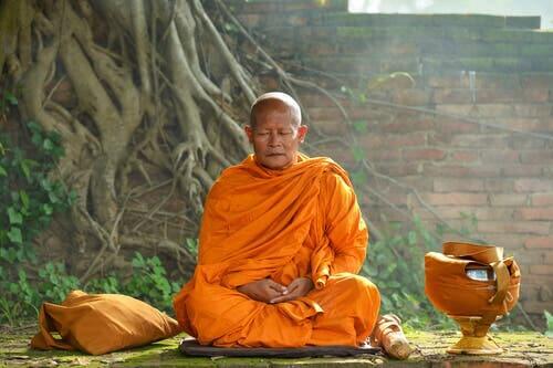 En munk som mediterar