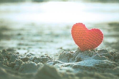Ett hjärta i sanden
