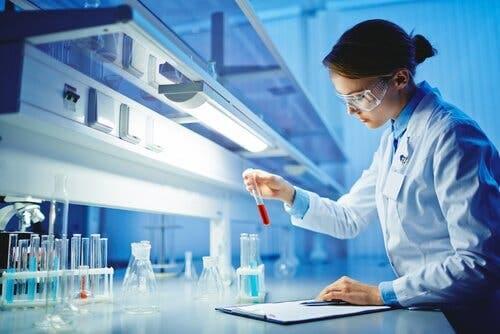 Även om fler kvinnor söker sig till vetenskap är de fortfarande en minoritet