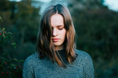 Kvinna med hårsvall
