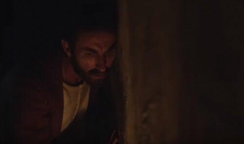 Higinio gömmer sig i Den ändlösa skyttegraven