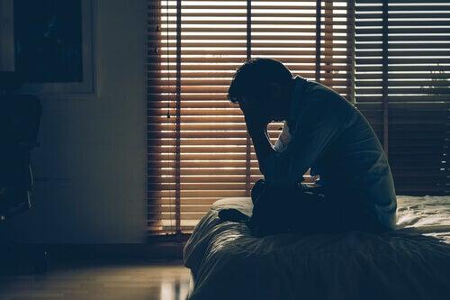 En man känner sig stressad