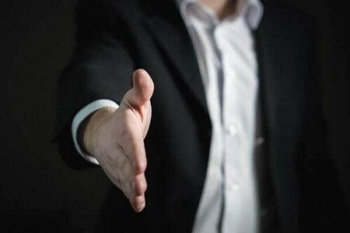 Cialdinis övertalningsprinciper och hur de påverkar oss