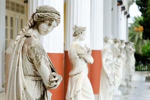 Myten om muserna: Statyer