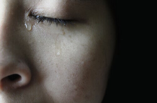 Närbild av en gråtande kvinna