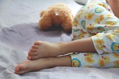 Enures hos barn: orsaker, symptom och behandlingar