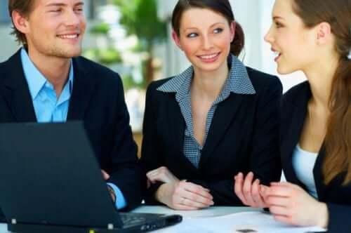 Kontorspersonal lär sig att kommunicera bättre