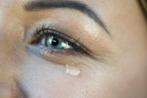 Att fälla glädjetårar: en motsägelsefull reaktion?