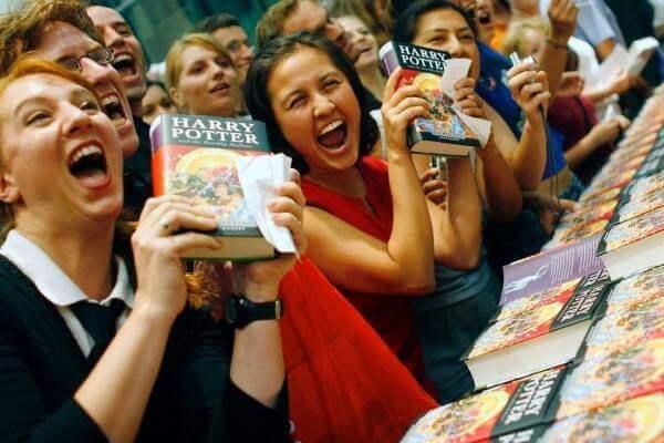 Harry Potter-fans väntade spänt på varje ny bok som gavs ut