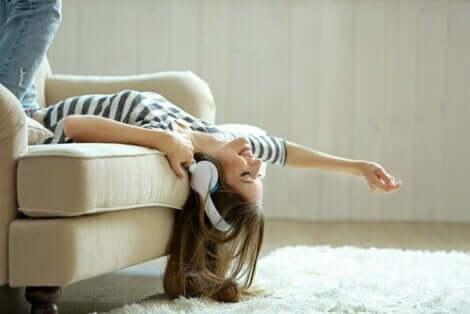 Det finns många manier och tvångsbeteenden, men var går gränsen: en kvinna som verkligen gillar sin soffa
