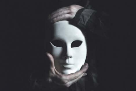 Vi lär oss tidigt att använda sociala masker