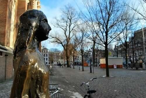 Anne Frank och hennes familj höll sig gömda i en vindsvåning i Amsterdam