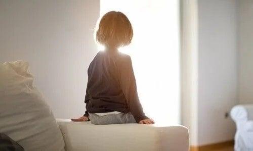 Det finns ofta en narcissistisk far eller mor bakom favoriten