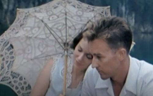 Filmen Kärlekens slöja: det paradoxala med mänskliga relationer