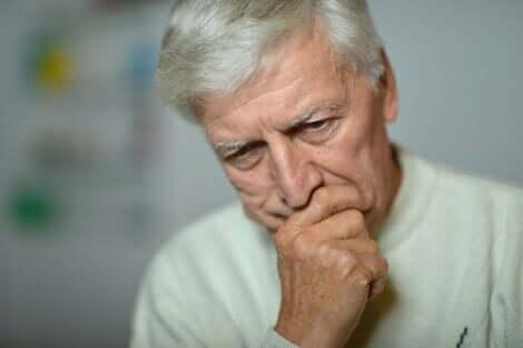 En man deprimerad på grund av långtidsarbetslöshet