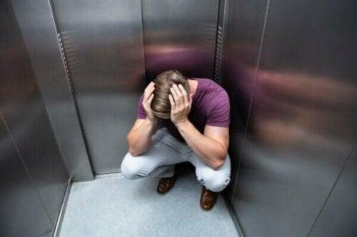 Fobi för att åka hiss: orsaker och symtom