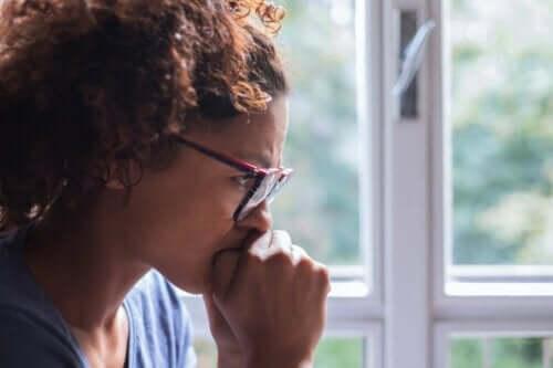 En bekymrad kvinna