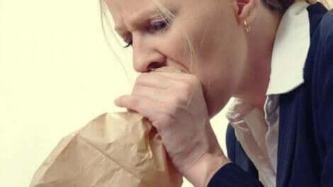 När man andas i en papperspåse återställer man koldioxidhalten i blodet