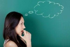 Beskrivning och egenskaper hos symboliskt tänkande