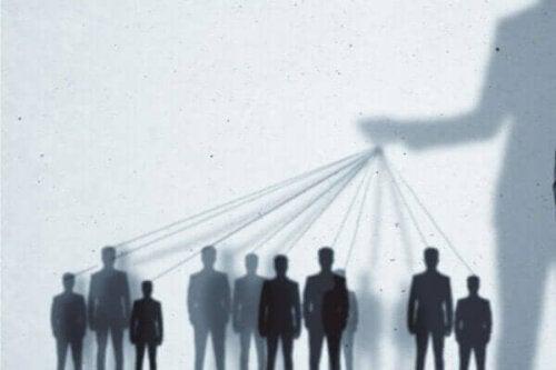 Biopolitik och dess makt över befolkningen