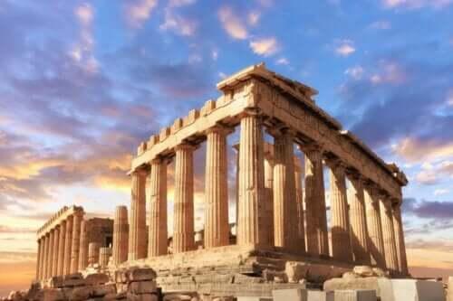 En bild av grekiska tempelruiner
