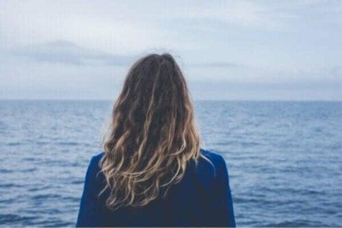 En kvinna med rädslan för det okända